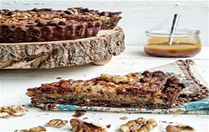 Tarta De Nueces Y Chocolate Con Salsa Toffee