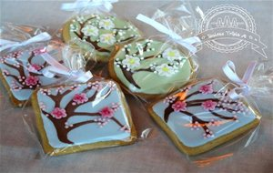 Galletas Decoradas Con Glasa Real. Flor Del Cerezo Y Flor De Azahar