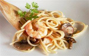 Huevos rellenos de jam n y foie gras for Espaguetis con ajo y perejil